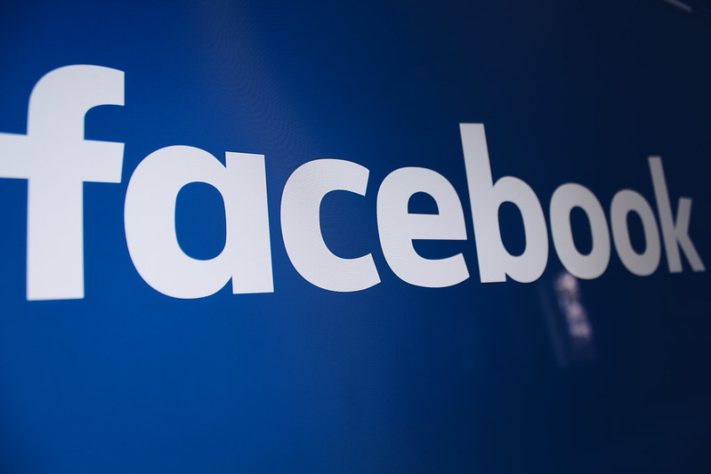 Kết hợp với Facebook